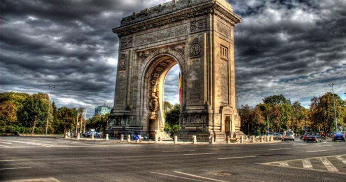 Această imagine are atributul alt gol; numele fișierului este Arcul-de-trium-din-Bucuresti1-2-700x369.jpg